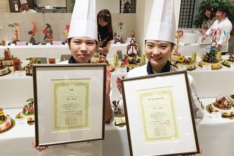 北海道洋菓子作品コンテスト大会で在校生2名が受賞しました!