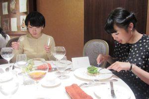 レストラン コートドール札幌でテーブルマナー研修が行われました