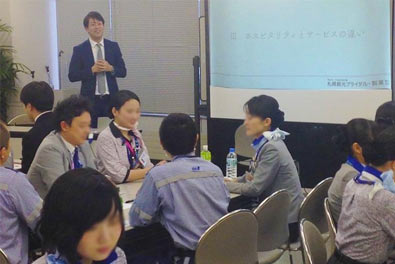 SKBだからできる!ANA新千歳空港株式会社、接遇マナー研修に講師として伺いました。