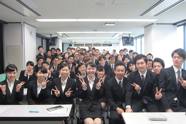 卒業生も来校!「鶴雅グループ」学内企業説明会を開催しました