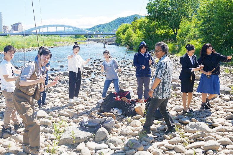 野遊び体験!豊平川でフライフィッシングレッスンを体験