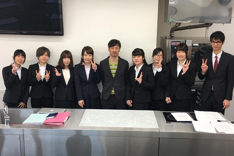 洋菓子協会訪問説明会で『べんべや』の土井社長が来校