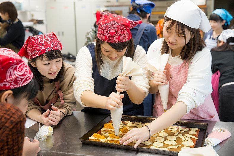 【先生によるお役立ち情報】ペット学科とお菓子のコラボ!ワンちゃんも一緒に食べられる特別スイーツ!