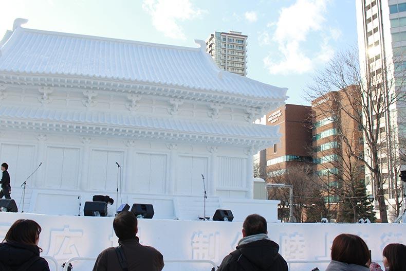第69回さっぽろ雪まつりが、学校の目の前の大通公園で開催中