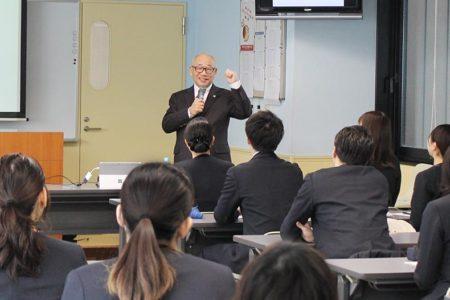 数々のホテルの支配人を務めたプロフェッショナルアドバイザー柳森利宣氏による特別授業を開催。