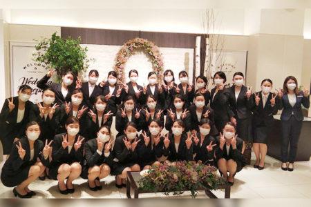 ブライダル学科 校外研修 独立型教会とガーデン付の邸宅でのウェディングが人気の『アールベルアンジェ札幌』へ