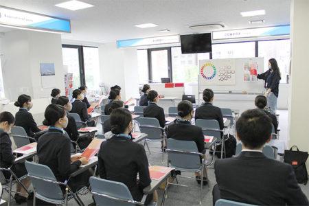 エアライン学科特別授業「山下塾」でパーソナルカラーを学びました。