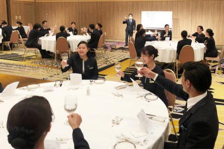 ホテル学科 28階建て高層タワー「札幌プリンスホテル」でテーブルマナー研修